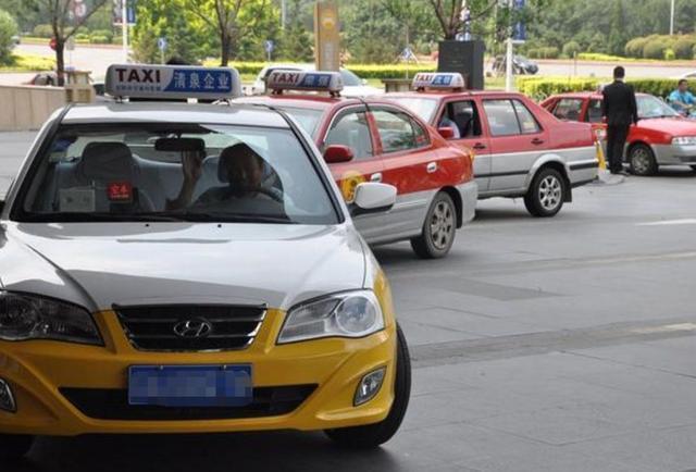 到底是滴滴还是出租车安全?出租车司机说了实话,网友:有道理!