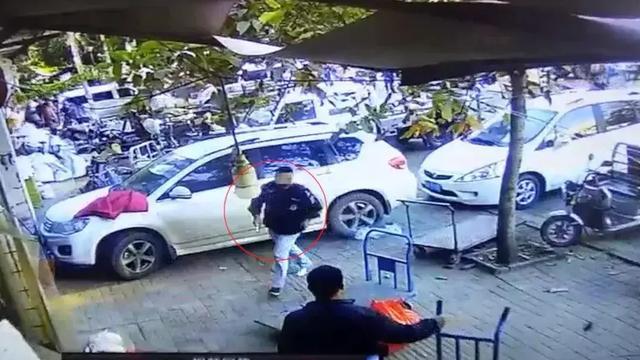 男子街头抢包还持刀伤人致1死1伤:路人制止被捅4刀