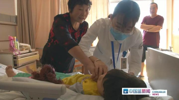 30岁女子患病 7岁女儿捐骨髓救母!