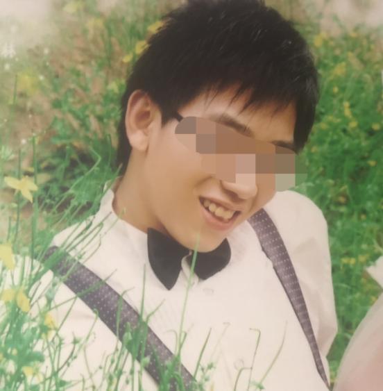 鹤壁一29岁男子身陷网络赌博输掉近百万元 山中路边吊死树上