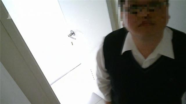 补习班班主任厕所偷拍5年 藏40G硬盘百名女性受害