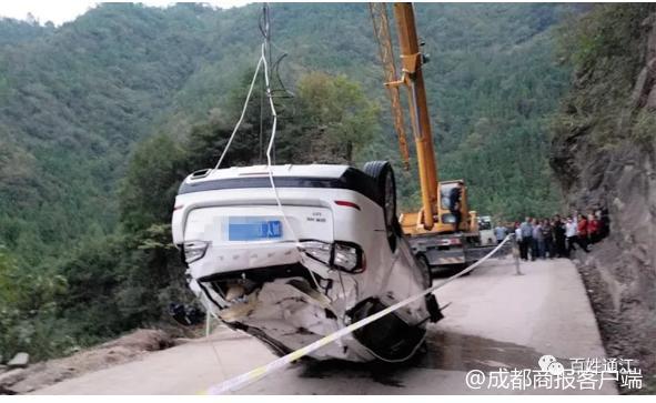 悲剧!四川通江一家人国庆走亲戚开车坠河,父母受伤兄妹不幸身亡