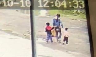 骗保案死者出殡 亲属崩溃:两孩子被绑在一起下沉的