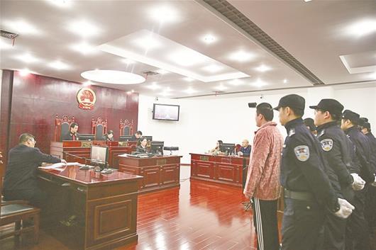 """武汉首例""""校园贷""""恶势力犯罪集团案宣判 5人获刑"""