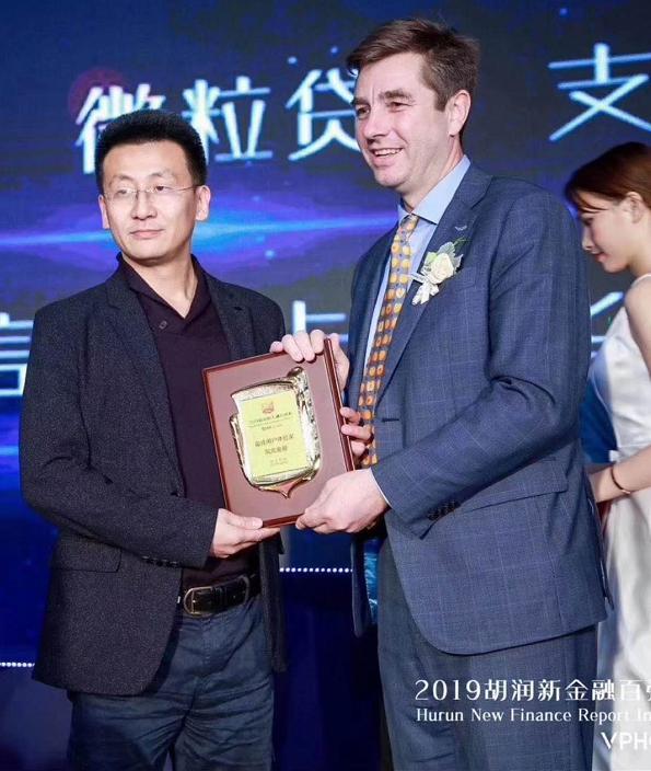 凤凰金融荣登2019年胡润新金融百富榜,获最佳用户体验奖