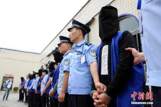 """陕西省首例""""套路贷""""涉黑案件开庭审理"""