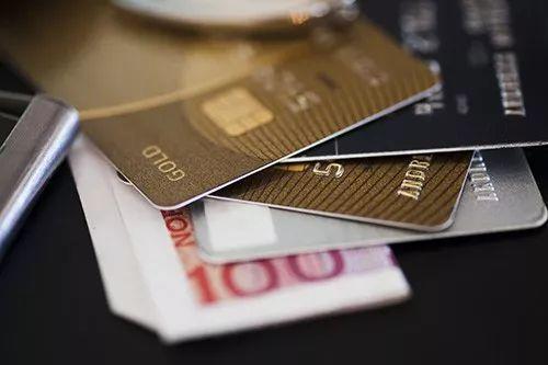 提前消费的话,信用卡和网贷哪种方式更划算?