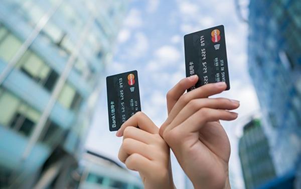 网贷和信用卡哪个好和优缺点一览详情!