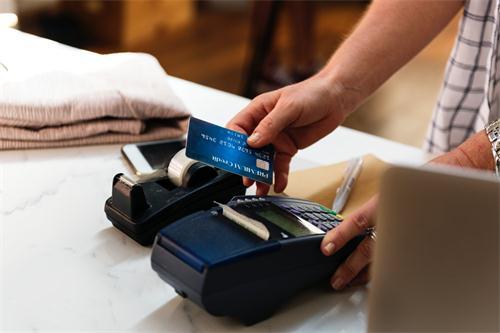 想要信用卡提额一定要等到开卡六个月以后吗?