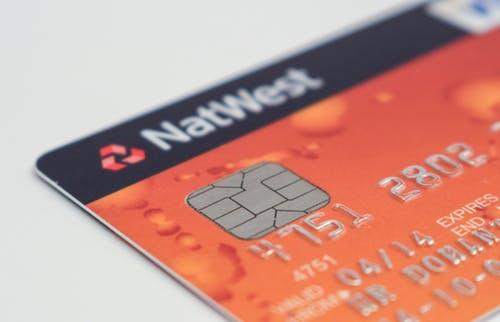 2019年各大银行信用卡免年费政策汇总!