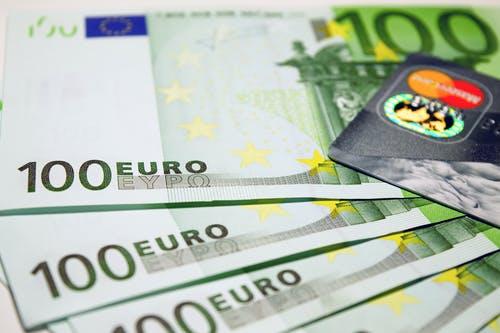 持卡人如何才能有效避免信用卡被降额度?