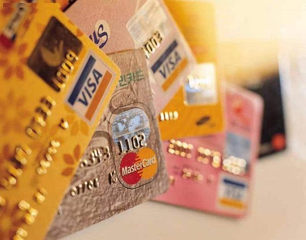 名下有5张信用卡是不是太多了?持有几张信用卡最佳?