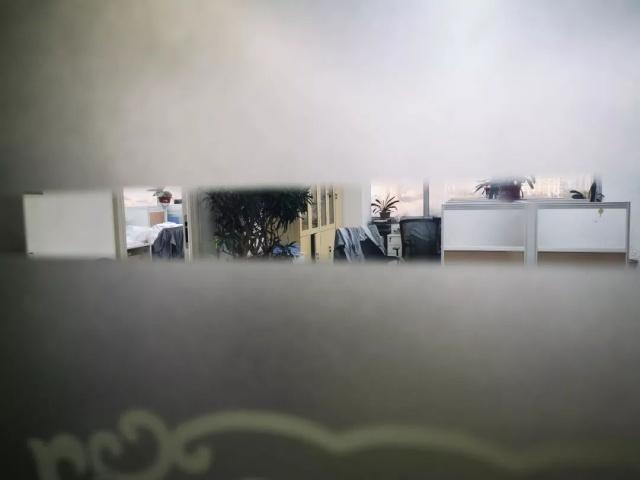 实地探访被查的花生米富:4辆警车装满员工