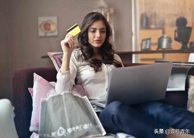 """当代年轻人:用网贷维持""""精致生活"""",同时也在网贷下苟活"""