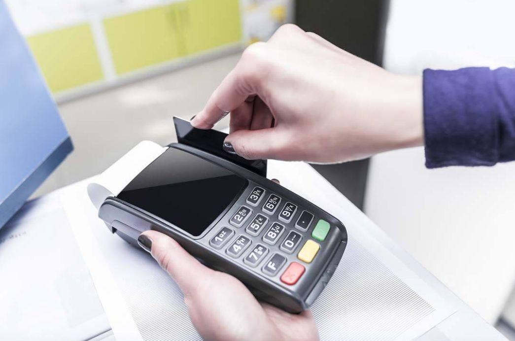 """信用卡逾期""""快速上岸""""?揭秘卡圈背后神秘灰色产业链!"""