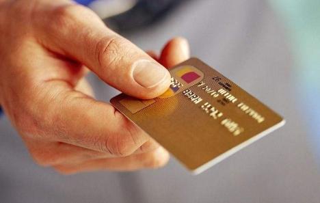 信用卡逾期超过三个月,电话一个都没接,银行说要拘留是真的吗?