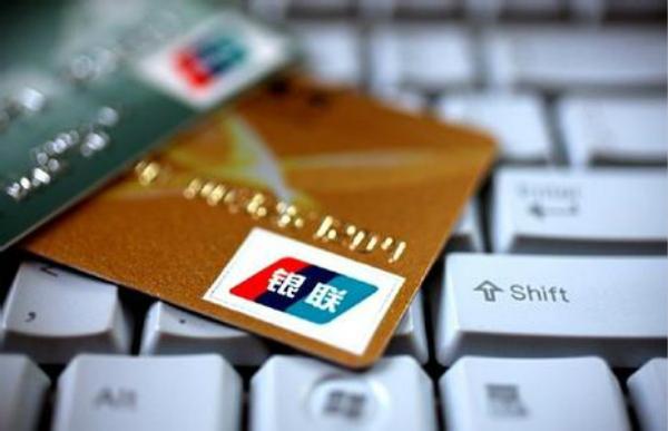 信用卡逾期多少钱会被起诉?信用卡逾期可以找人代还吗?