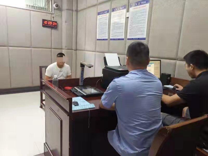 益阳男子伪造资料,冒充一公司法人代表透支信用卡近8万,警方:抓了